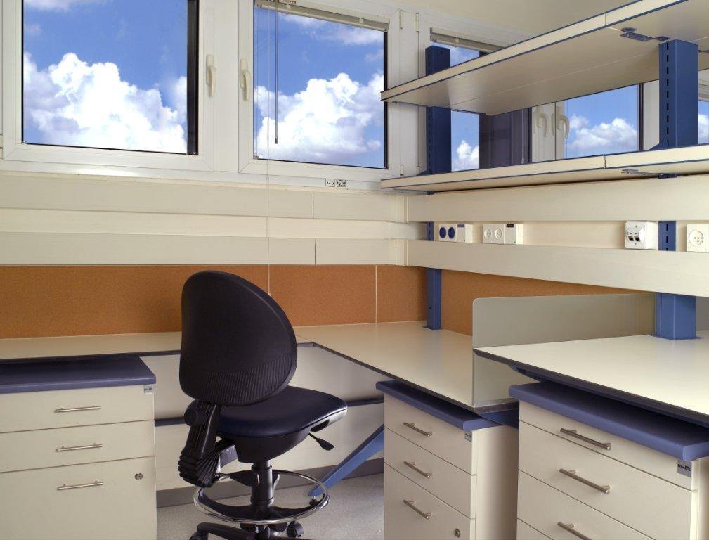 עמדת כתיבה במעבדה