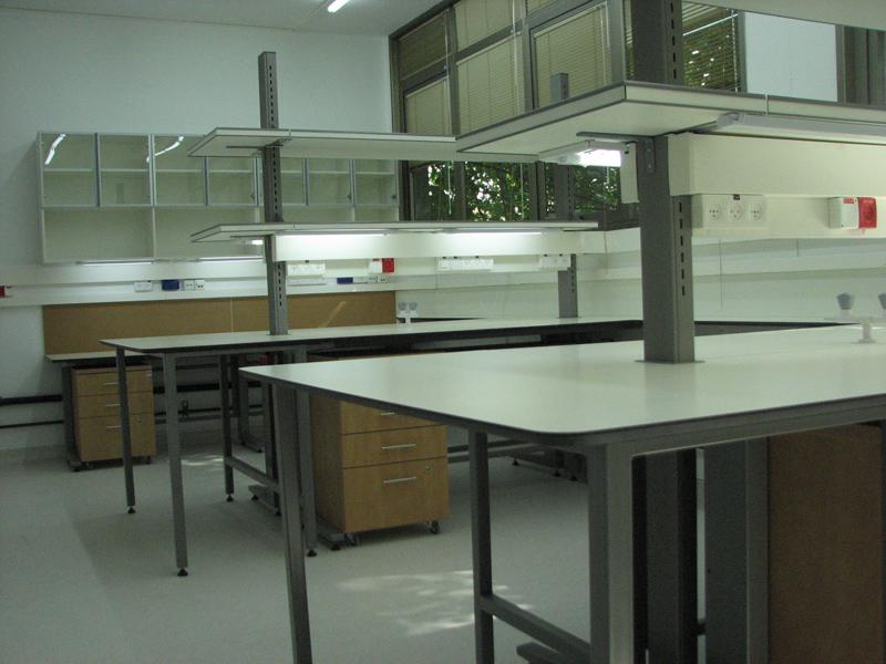 עמדות עבודה מרכזיות במעבדה